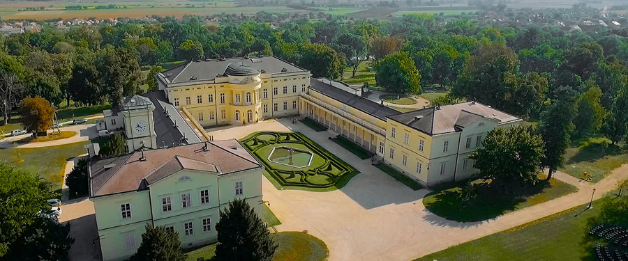Cadru aerian la Castelul Karolyi din Fehervarcsurgo, Ungaria - in ziua nuntii