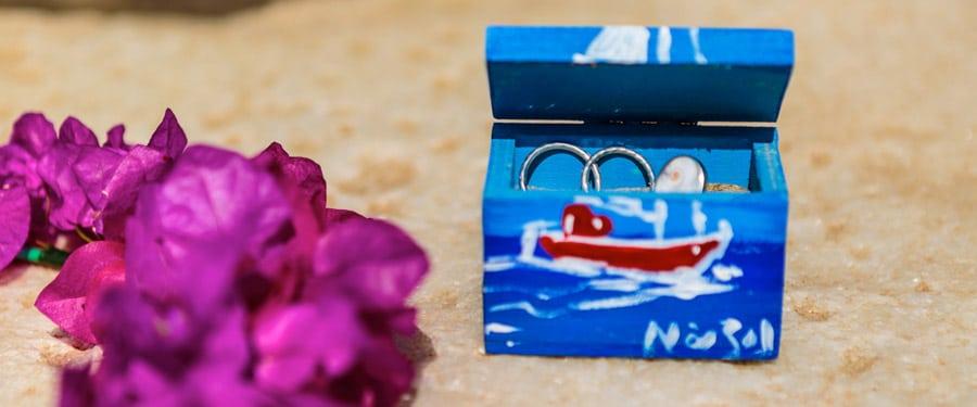 Esküvői gyűrűk a homokban, Naxos szigetén